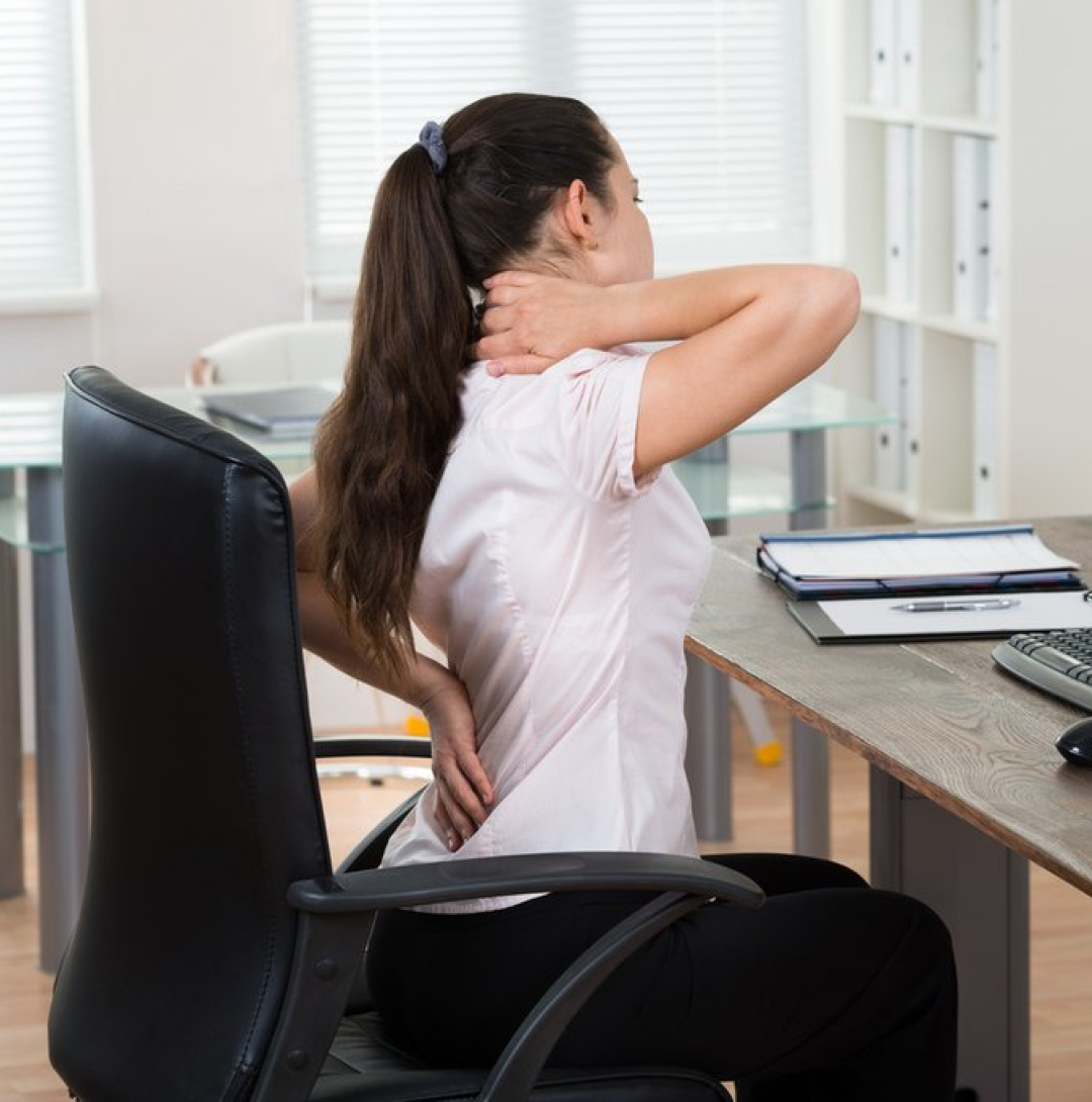 Woman_sitting_on_office_chair_with_back_pain_1024x1024 (1)